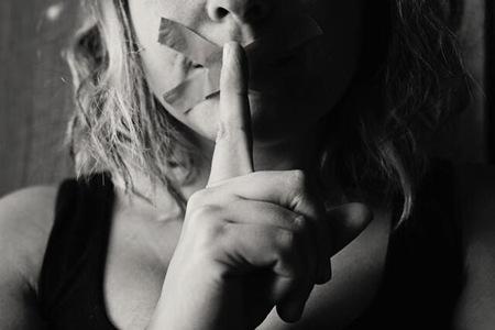 他强奸不受惩罚,她辛酸自尽