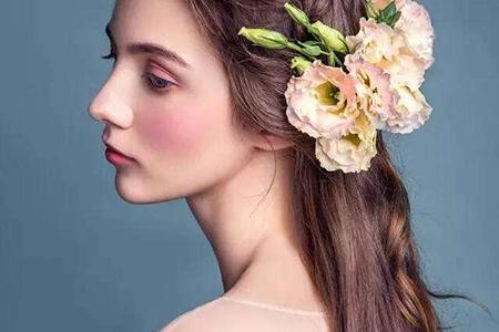 清新唯美感强的新娘发型很受捧,像极了幸福的精灵