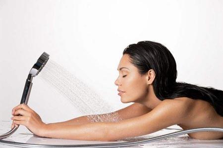 洗澡时多做这三件事情,让你面部皮肤紧致成为美女