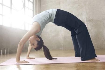 如何练出小蛮腰?快速瘦腰的四组瑜伽动作