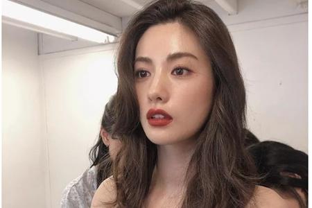 性感的丰唇妆容是怎么画的,Nana、戚薇喜欢的口红色号