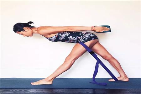 瑜伽老师的私密体式动作教程分析,打开胯部正确练习瑜伽