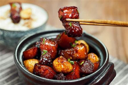 红烧肉的家常做法,营养丰富宝宝吃了长身体