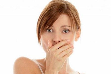 口臭是什么原因,女性消除这种尴尬异味的三个方法