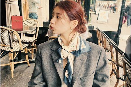 秀智低丸子头怎么扎才好看,甜美发型文艺游巴黎