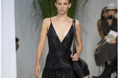 Loewe名品包包奢侈时尚,水桶包冷淡风演绎贵族气质