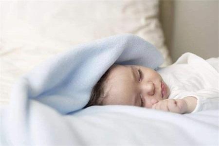 新生儿黄疸怎么退的快,家长注意这种疾病和黄疸类似却致命