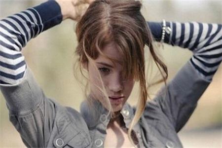 脱发是什么原因引起的?女性患有脂溢性脱发这样做可改善