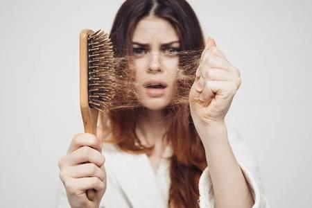 掉头发厉害怎么办?治疗女性脱发只需采取三种方案