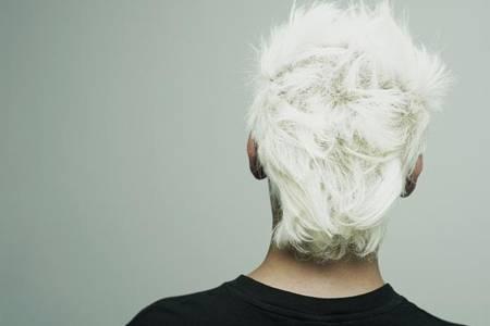 白头发是什么原因?这三种情况会导致头发变白