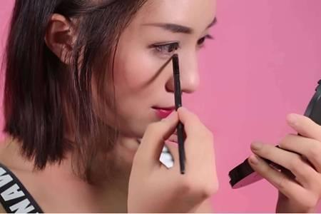 新手画眼影的化妆步骤,七个技巧步骤一看便知道