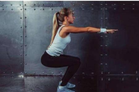 五种深蹲锻炼方法 疫情期间在家体验深蹲的好处