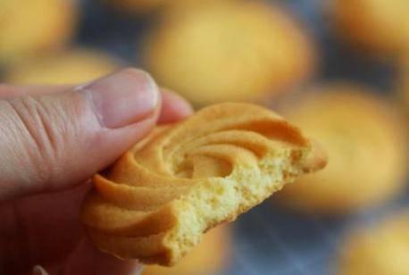家庭烤箱自制曲奇饼干的做法 简单又好吃的健康小零食