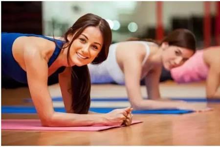 平板支撑减肚子的正确姿势,平板五分钟就能见马甲线条