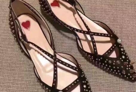 女生的鞋柜里必备一双尖头鞋 让你气质提升不止一个档次
