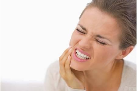 夜里牙疼教你一分钟快速止疼,缓解牙痛八个方法