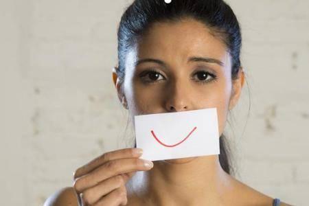 抑郁症患者会假装痊愈?阳光型抑郁症的表现症状有哪些