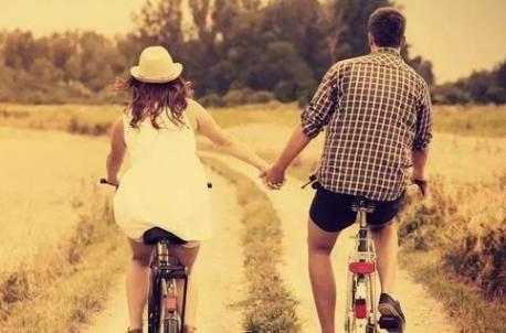 一个女生喜欢男生的表现 如果你有这四种表现说明心动了