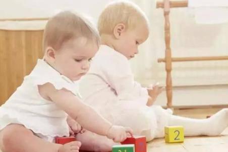 育儿小知识:九个月宝宝精细动作的三个训练小游戏