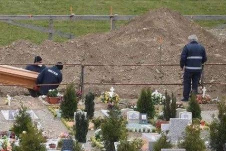 意大利要开棺验尸的原因是什么,美国是否也应该这么做