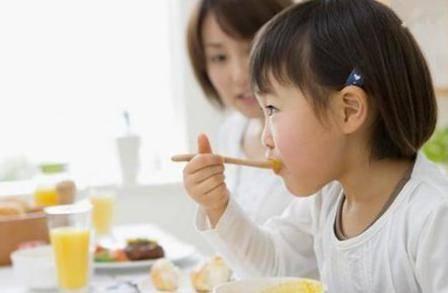 育儿知识:一岁宝宝饮食做什么样的饭比较有营养?