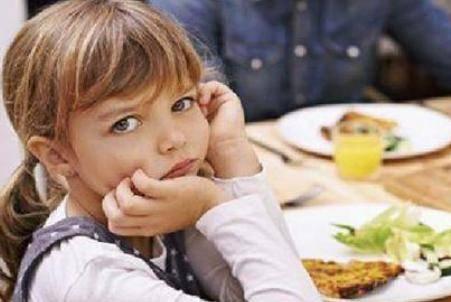 儿童教育有哪些方法 米粒掉在桌上该不该让孩子捡起来吃