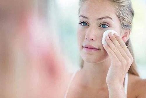 粉底液的作用及危害有哪些 粉底液怎么用对皮肤好?