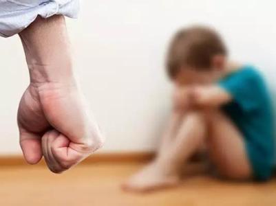 7岁孩子被狠揍 孩子教育真该重视