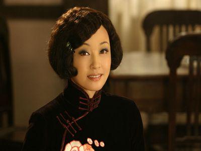 身材爆好的刘晓庆无袖背心外穿,减龄不只三十岁