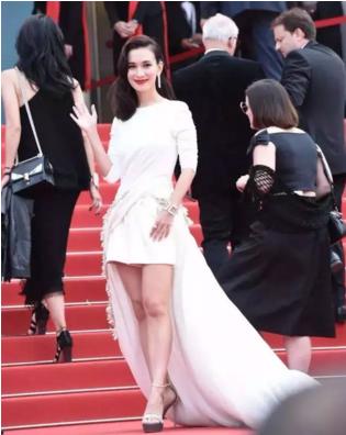 卢靖姗走红毯被嘲 回应:我能打