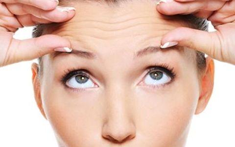 脸部皱纹经常使人烦恼,