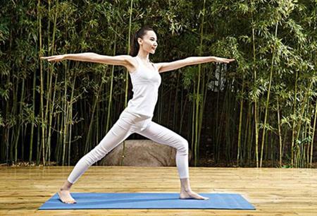女生只靠瑜伽这招便能脱胎换骨,不信你来试试