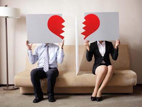 情感求助:面对出轨丈夫的家暴该如何选择 这几点很重要