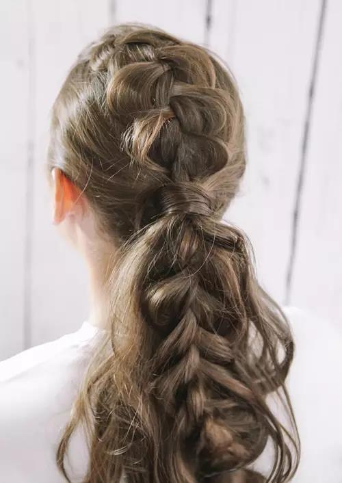 马尾也能够编出新花样,气质满分的长发