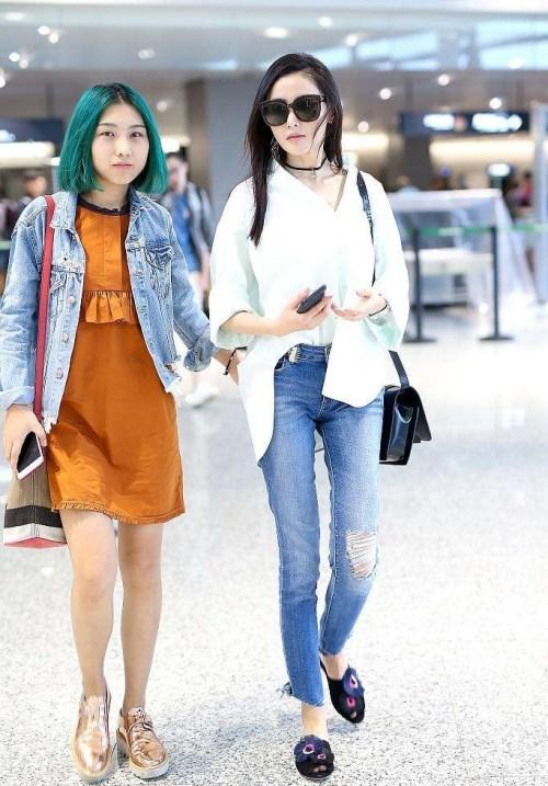 同样是助理,李湘,娜扎的助理像佣人,她们却和助理形同姐妹