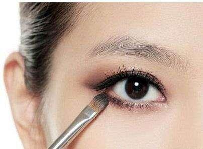 化妆新手如何驾驭眼线,这几步很重要