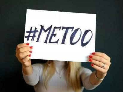 韩国19岁当红小鲜肉被告强吻女性并伸咸猪手,一审判刑1年半!