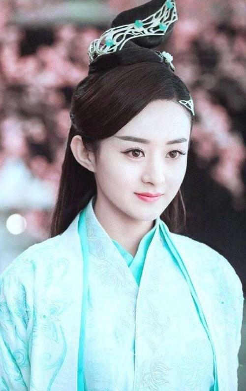 明星靠什么黑化:刘诗诗戴美瞳,杨幂涂口红,她微微一笑吓死人