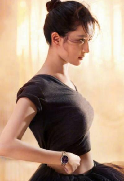 黑天鹅装束的刘亦菲被吐槽:膀大腰圆