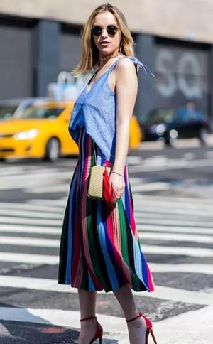 时尚条纹的新颖搭配,时尚达人的范本