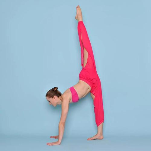瑜伽体式练习中,如何巧用瑜伽抱枕