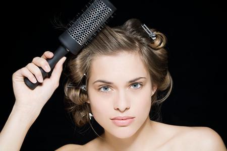 梳头会让面部光洁,头发变浓密
