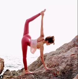 驼背毁气质,瑜伽体式让你重获优雅
