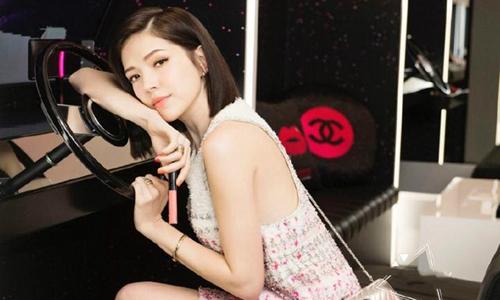 台湾美女许玮甯,衣品爆棚,长腿惊艳。