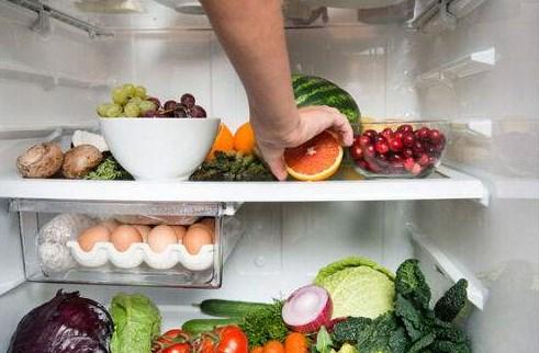 夏天很多女孩子都喜欢对水果做这个事情?那么你们可得注意了