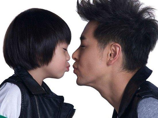 跟林志颖合影过的男星,只有他们两个没有被林志颖的年轻相比下去