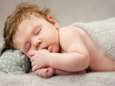 宝宝睡眠不足,起床气让妈妈更受伤