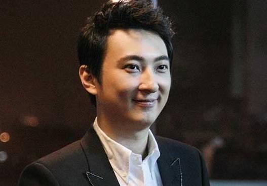 王健林给王思聪5亿,王思聪赚了60亿,同样是富二代他却赔了!