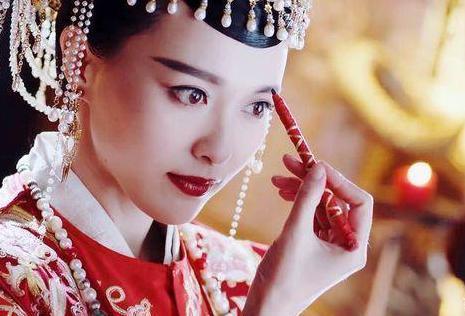 女星在古装剧中画眉:热巴美似天仙,袁姗姗动作太别扭!