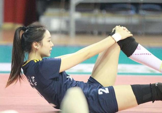 腿长任性!惠若琪的腿竟然把五分短裤穿出热裤!
